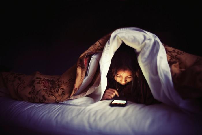 Muốn ngủ ngon, không được làm 5 điều này trước khi đi ngủ trong mùa hè nóng bức - Ảnh 1