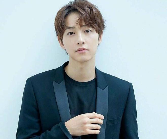 """Tin tức giải trí mới nhất ngày 7/6/2020: """"Khoảnh khắc định mệnh"""" Son Ye Jin nhìn đắm đuối Hyun Bin - Ảnh 3"""