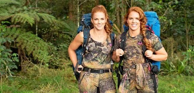 Chị em sinh đôi không mảnh vải che thân, vượt qua thử thách sinh tồn trong rừng đầy thú ăn thịt - Ảnh 3