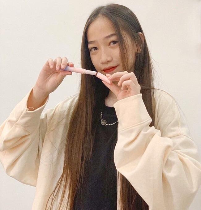 """Nữ sinh 2k7 thành """"thế lực"""" mới trên Youtube, kiếm tiền """"giắt túi"""" nhưng vẫn đạt thành tích học đáng nể - Ảnh 4"""
