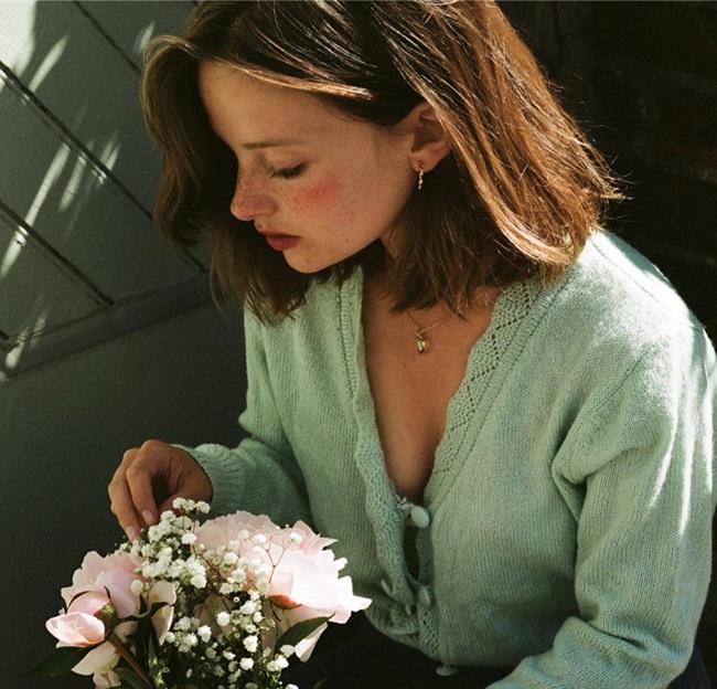 """""""Nàng thơ"""" người Pháp đẹp dịu dàng như hoa như sương, đôi mắt """"biết cười"""" ai cũng rung động thương nhớ   - Ảnh 9"""