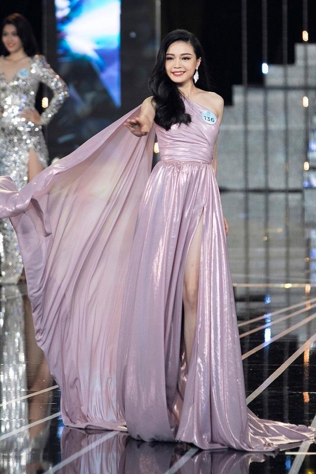 """Nữ sinh báo chí nổi danh từ Hoa hậu Thế giới Việt Nam, xinh xắn đáng yêu như """"bạn gái nhà bên"""" - Ảnh 1"""