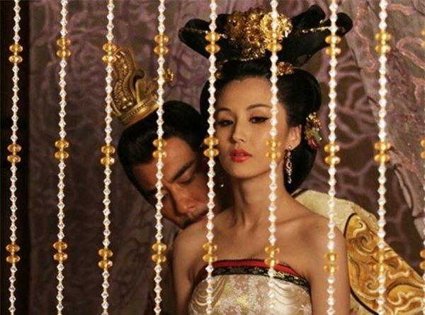 """Vị ca nữ một bước lên quý phi, khiến hoàng đế """"khom lưng cúi đầu"""" vì sở hữu """"vũ khí tối thượng"""" - Ảnh 1"""