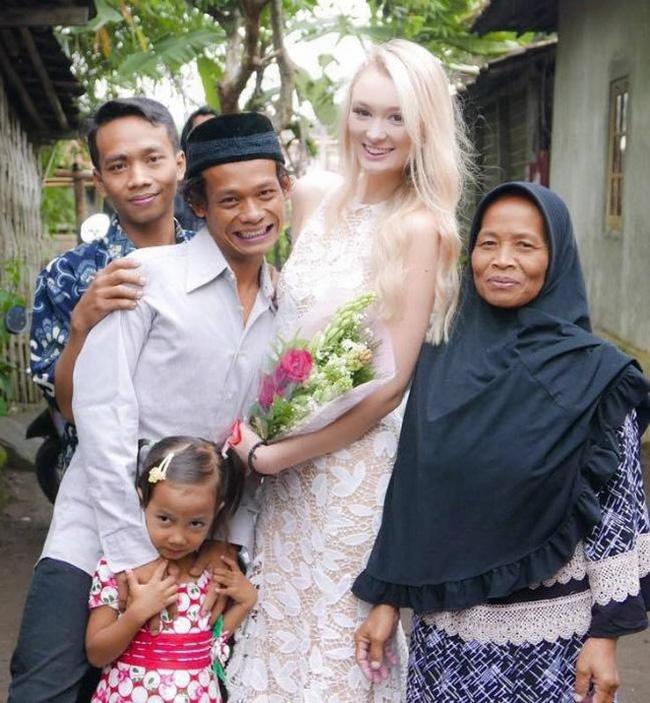 """Cặp đôi """"chồng cú vợ tiên"""" hạnh phúc sau 2 năm kết hôn vẫn bị dân mạng công kích chuyện tế nhị này - Ảnh 1"""