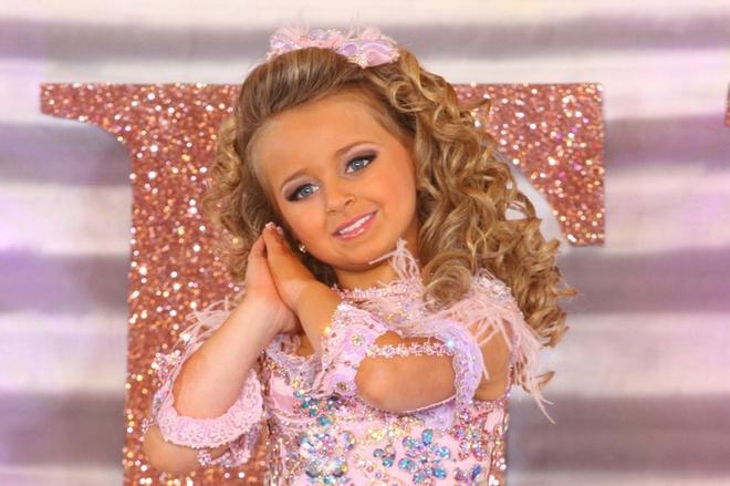 """Hoa hậu nhí xinh đẹp nhất nước Mỹ thành triệu phú năm 6 tuổi, càng lớn càng giàu """"kếch xù"""" - Ảnh 1"""