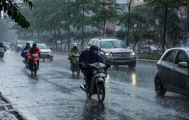 Từ ngày mai (1/8), Hà Nội và khu vực Bắc Bộ dự báo đón đợt mưa lớn kéo dài - Ảnh 1