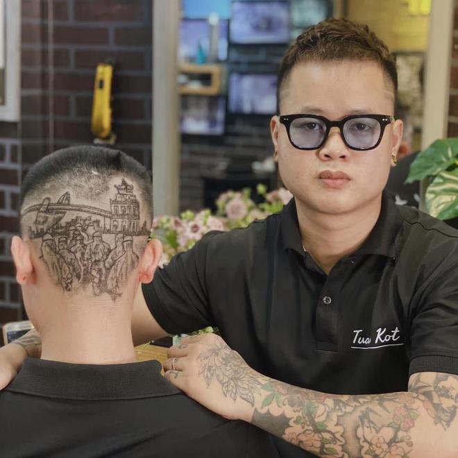 Chàng trai cắt tóc tạo hình nhân viên y tế ở Đà Nẵng để cổ vũ chống dịch Covid-19 - Ảnh 2