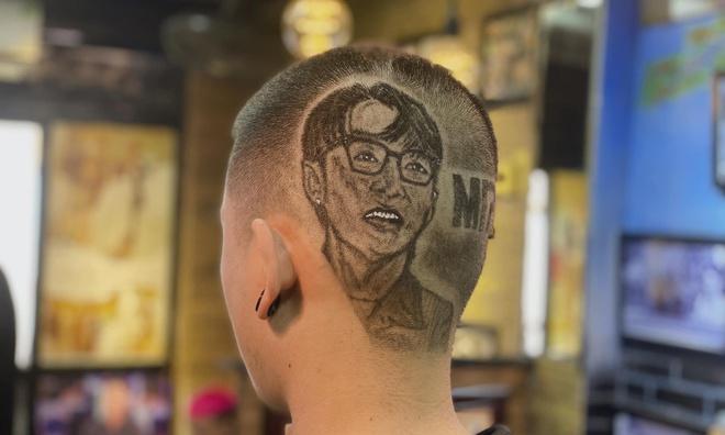 Chàng trai cắt tóc tạo hình nhân viên y tế ở Đà Nẵng để cổ vũ chống dịch Covid-19 - Ảnh 6