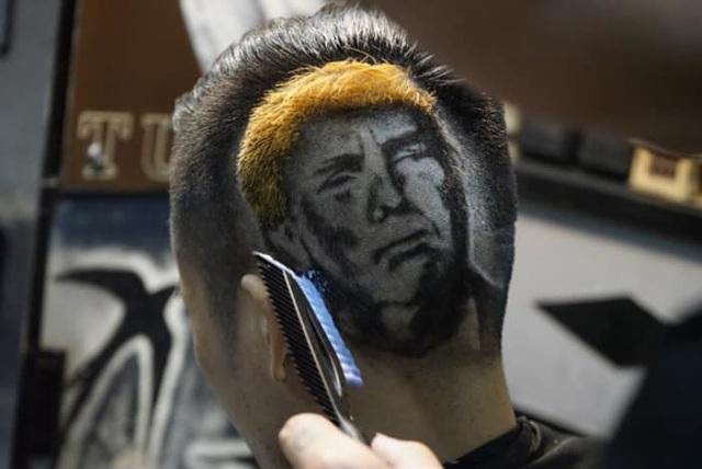 Chàng trai cắt tóc tạo hình nhân viên y tế ở Đà Nẵng để cổ vũ chống dịch Covid-19 - Ảnh 3