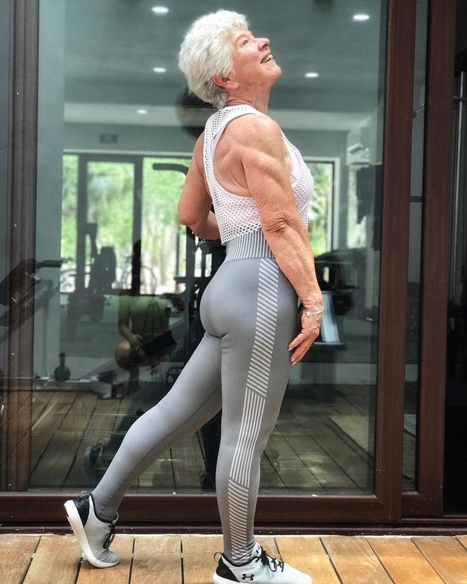 """""""Bà ngoại cơ bắp"""" giảm 28kg nhờ tập gym, 74 tuổi vẫn có vòng 3 """"bốc lửa""""  - Ảnh 6"""