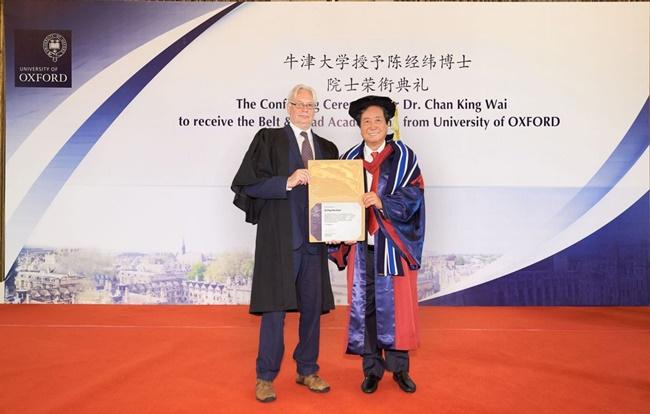 """Đại học Oxford cấp bằng """"vô nghĩa"""" cho đại gia thân Bắc Kinh, hé lộ động cơ phía sau - Ảnh 1"""