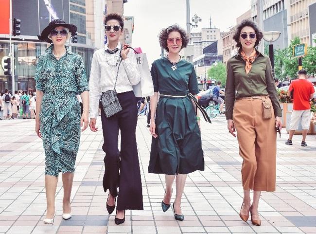 """Thả dáng trên đường phố Bắc Kinh, 4 """"lão bà quyến rũ"""" thành hiện tượng mạng  - Ảnh 3"""