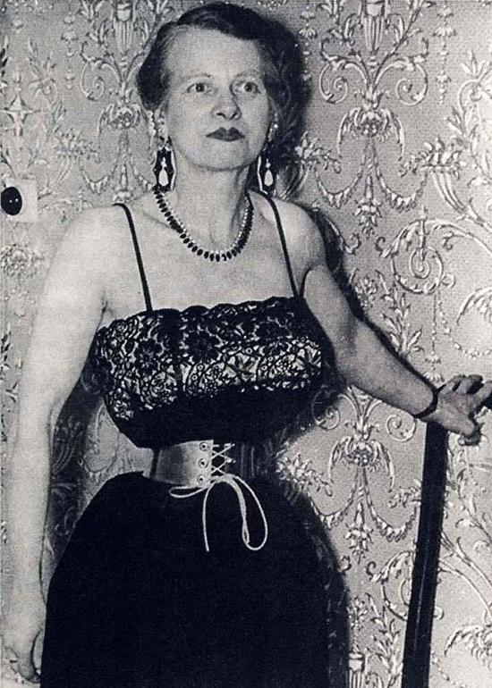 """Bi kịch của người phụ nữ có vòng hai 33cm, bị chồng """"giam cầm"""" trong áo nịt eo đến cuối cuộc đời - Ảnh 7"""