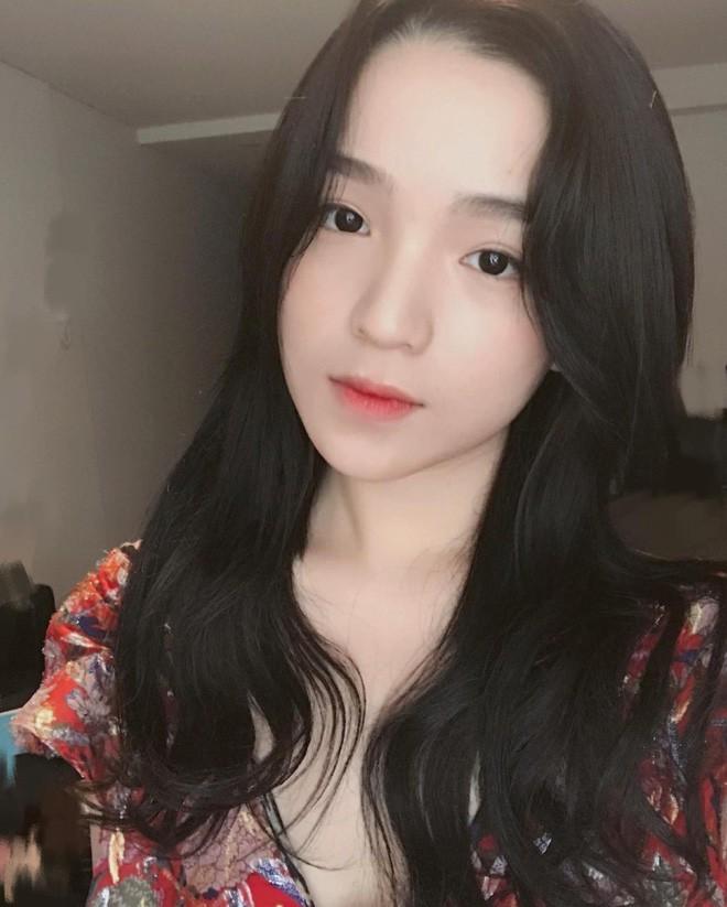 Check-in ở sân golf, bạn gái thiếu gia Phan Hoàng khoe body đẹp hút hồn, độ sang chảnh khó ai bì kịp - Ảnh 5