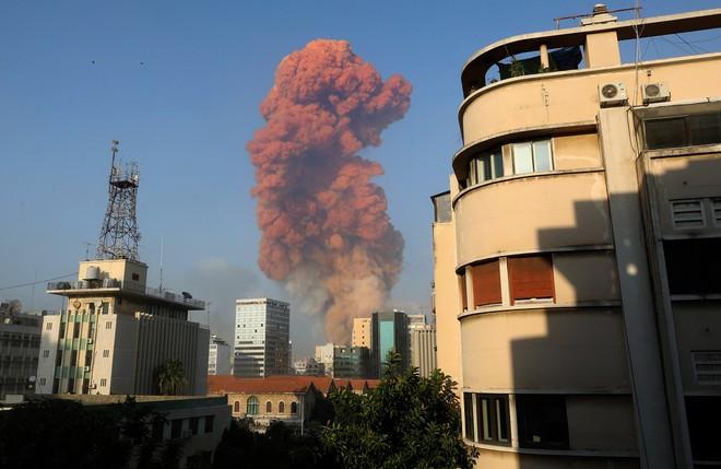 Lebanon: Hai vụ nổ lớn gây rung chuyển thủ đô Beirut, khiến hơn 4.000 người thương vong - Ảnh 1