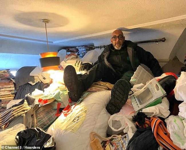 Khám phá căn nhà nhiều rác nhất nước Anh, chuột vào không có đường thoát thân - Ảnh 3
