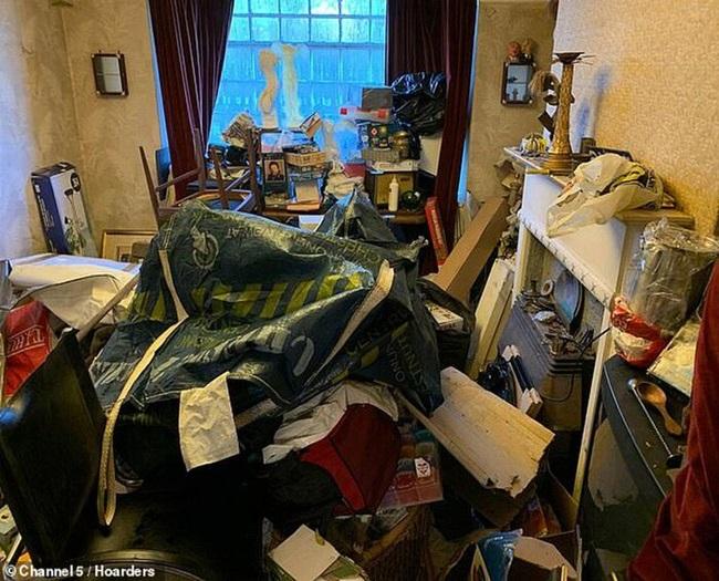 Khám phá căn nhà nhiều rác nhất nước Anh, chuột vào không có đường thoát thân - Ảnh 4