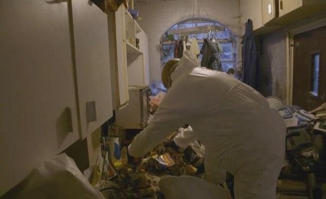 Khám phá căn nhà nhiều rác nhất nước Anh, chuột vào không có đường thoát thân - Ảnh 7