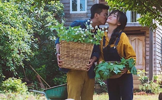 """Cặp vợ chồng 9x bỏ Sài Gòn lên núi làm """"người rừng"""", gây dựng vườn địa đàng đẹp như cổ tích - Ảnh 2"""