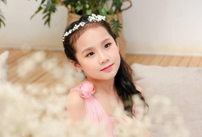 Cô bé người Việt đầu tiên học cùng trường con Hoàng tử Anh, sở hữu tài khoản ngân hàng khi mới 10 tuổi - Ảnh 3