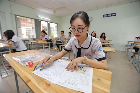 Bộ GD-ĐT lên tiếng về thông tin để địa phương tự ra đề thi tốt nghiệp THPT 2021 - Ảnh 1