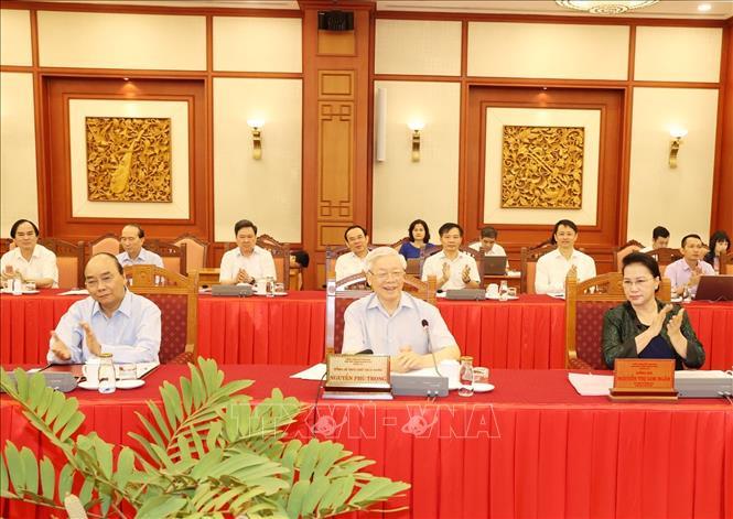 Bộ Chính trị làm việc với Ban Thường vụ Thành ủy Hà Nội - Ảnh 1