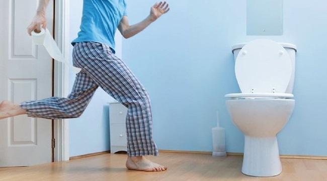 4 thói quen xấu trong nhà vệ sinh làm giảm tuổi thọ, điều thứ nhất ai cũng mắc phải - Ảnh 1
