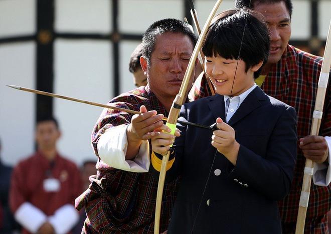 """Hoàng tử bé Hisahito, """"chân mệnh thiên tử"""" Nhật Bản mới sinh ra đã gánh tương lai hoàng gia - Ảnh 4"""