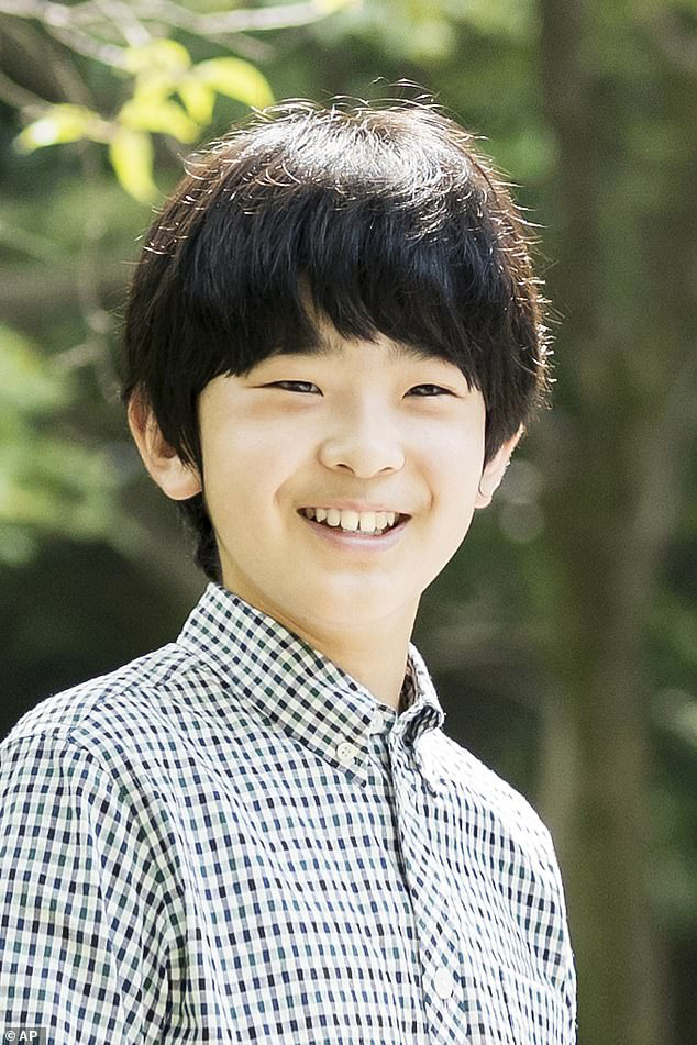 """Hoàng tử bé Hisahito, """"chân mệnh thiên tử"""" Nhật Bản mới sinh ra đã gánh tương lai hoàng gia - Ảnh 6"""