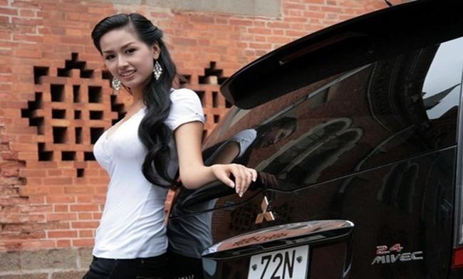 """Xinh đẹp, giàu có nhưng Hoa hậu Mai Phương Thúy chỉ trung thành với xế hộp """"lỗi mốt"""" này - Ảnh 3"""