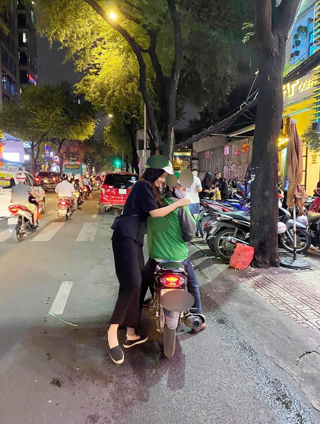 """Xinh đẹp, giàu có nhưng Hoa hậu Mai Phương Thúy chỉ trung thành với xế hộp """"lỗi mốt"""" này - Ảnh 6"""