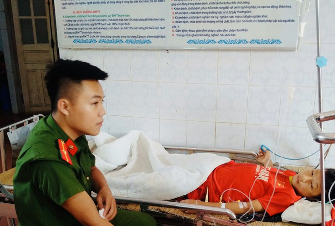 Thiếu úy công an hiến máu cứu cậu bé người Mông - Ảnh 1