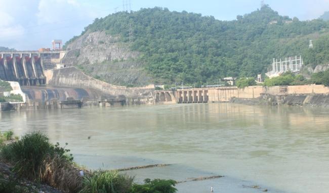 Thủy điện Hòa Bình mở 1 cửa xả lũ, Hà Nội đề phòng nguy cơ úng ngập - Ảnh 1