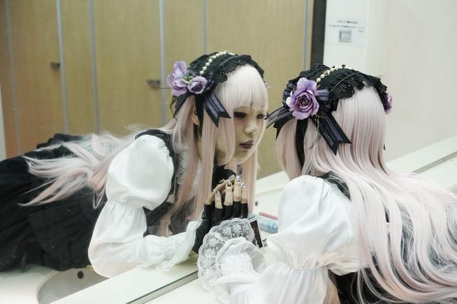 Nàng Lolita Nhật Bản để lộ hình thể cơ bắp như vận động viên cử tạ - Ảnh 1