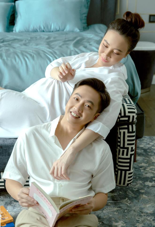 Cường Đô La mở tiệc mừng đầy tháng con gái, Đàm Thu Trang giấu dáng, khép nép bên chồng - Ảnh 4