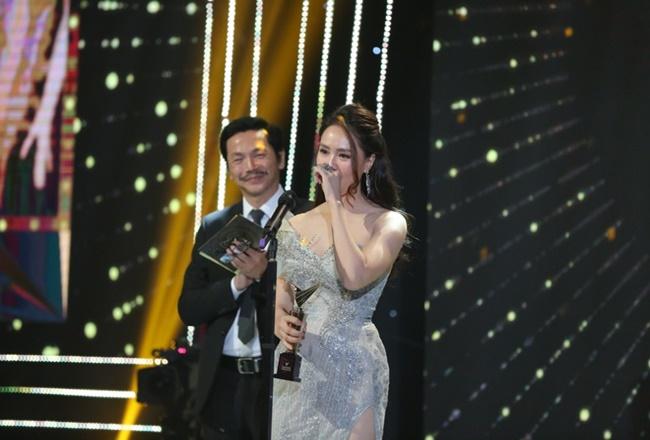 """Bộ phim """"Hoa hồng trên ngực trái"""" và Hồng Diễm đại thắng tại VTV Awards 2020 - Ảnh 3"""
