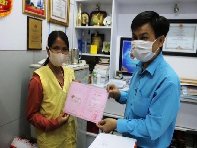 Người bị rắn hổ mang cắn tặng 80 triệu đồng cho bệnh nhân có hoàn cảnh khó khăn - Ảnh 1