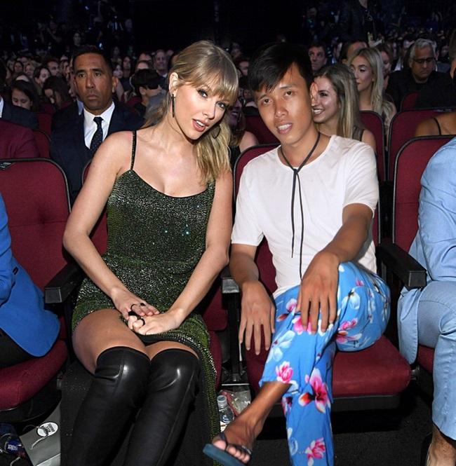 """""""Thánh photoshop"""" phù phép """"mời"""" Taylor Swift cùng hàng loạt siêu sao Hollywood đến dự sinh nhật - Ảnh 5"""