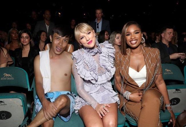 """""""Thánh photoshop"""" phù phép """"mời"""" Taylor Swift cùng hàng loạt siêu sao Hollywood đến dự sinh nhật - Ảnh 8"""