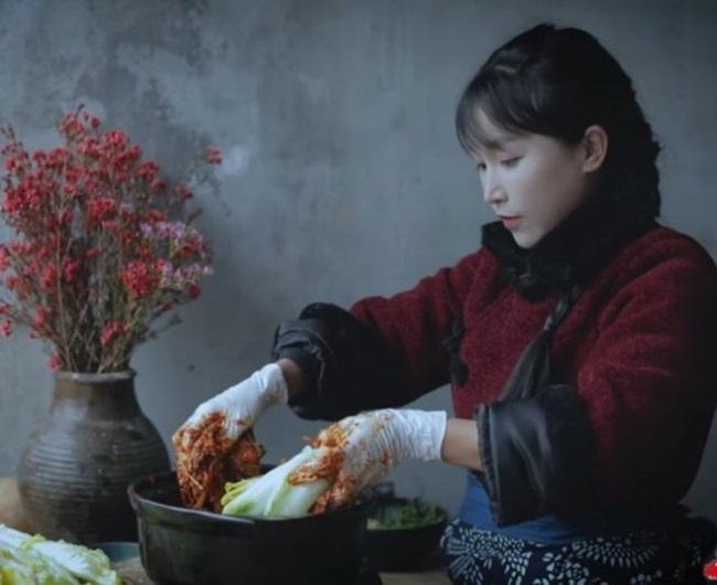 """""""Tiên nữ"""" Lý Tử Thất """"nhận vơ"""" kimchi của Trung Quốc, dân mạng Hàn dậy sóng - Ảnh 4"""