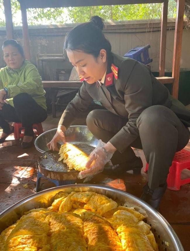 Ấm tình bữa cơm thiện nguyện tại bệnh viện K Tân Triều - Ảnh 1