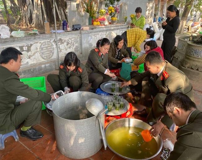 Ấm tình bữa cơm thiện nguyện tại bệnh viện K Tân Triều - Ảnh 3