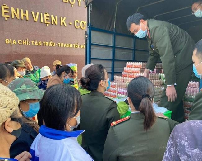 Ấm tình bữa cơm thiện nguyện tại bệnh viện K Tân Triều - Ảnh 6