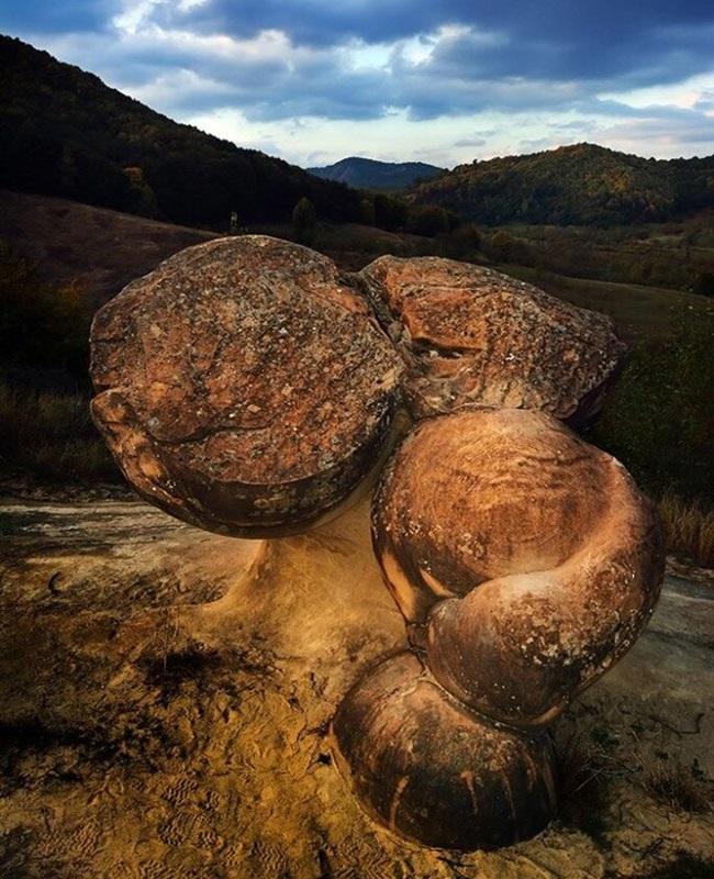 """Khám phá bí ẩn về loại đá có khả năng tự """"lớn lên"""" và di chuyển sau cơn mưa - Ảnh 3"""