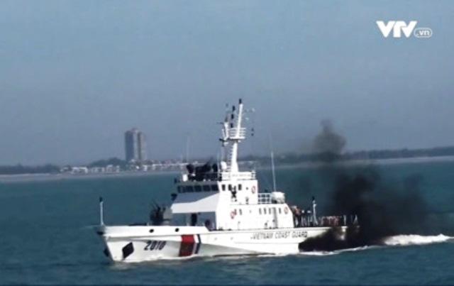 Vụ tàu cá bị chìm trên biển Côn Đảo: Cứu được 7 ngư dân, tiếp tục tìm kiếm 7 người mất tích - Ảnh 2