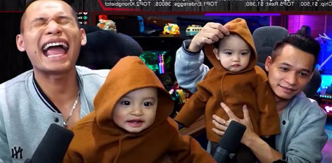 Độ Mixi khoe con trai thứ 2 trên sóng livestream, dân mạng phát sốt với thần thái triệu view - Ảnh 1