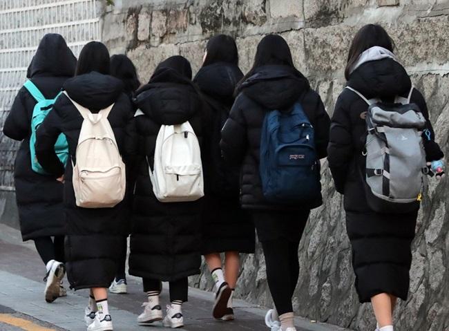 """Mặc chiếc áo """"làm mưa làm gió"""" xứ Hàn, cô gái tử vong thương tâm dưới bánh xe buýt  - Ảnh 2"""