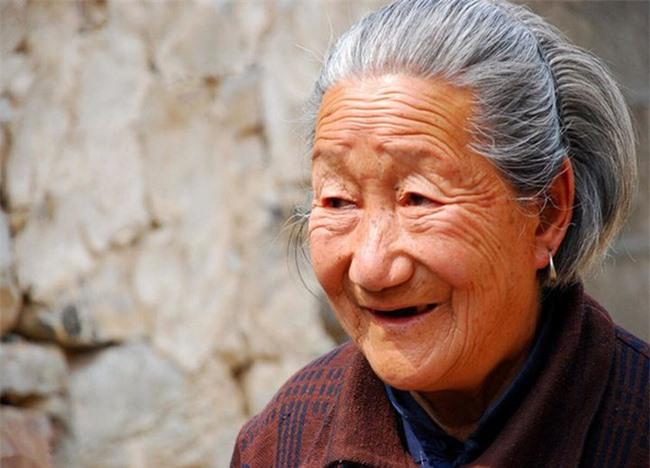 """Bí quyết sống khỏe của cụ bà 118 tuổi hóa ra nằm ở loại nước """"trường thọ"""" đặc biệt này - Ảnh 1"""