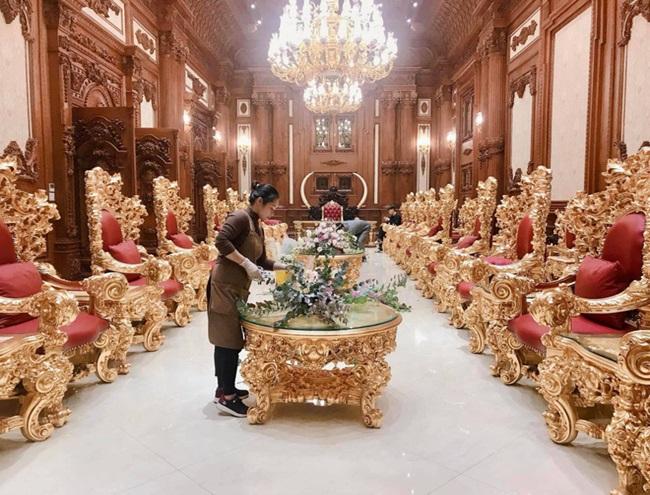 """Choáng ngợp trước đám cưới """"khủng"""" trong lâu đài dát vàng ở Ninh Bình, thực đơn toàn món """"bên bển"""" - Ảnh 6"""