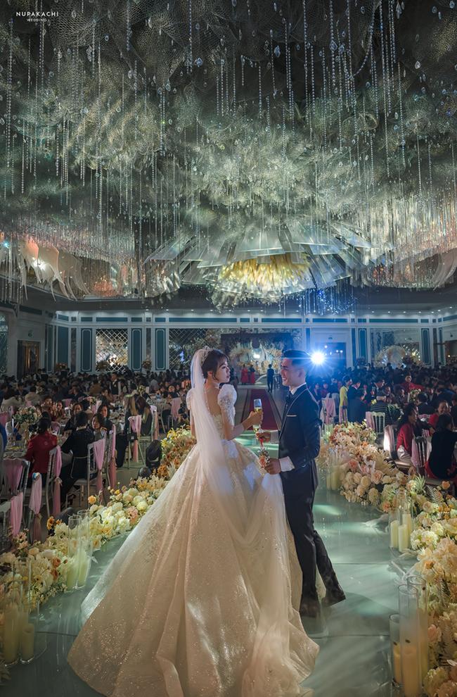 """Bố """"nhà người ta"""" tự thiết kế đám cưới tiền tỷ cho con gái, gần 300 xế hộp xếp chật kín đường - Ảnh 1"""